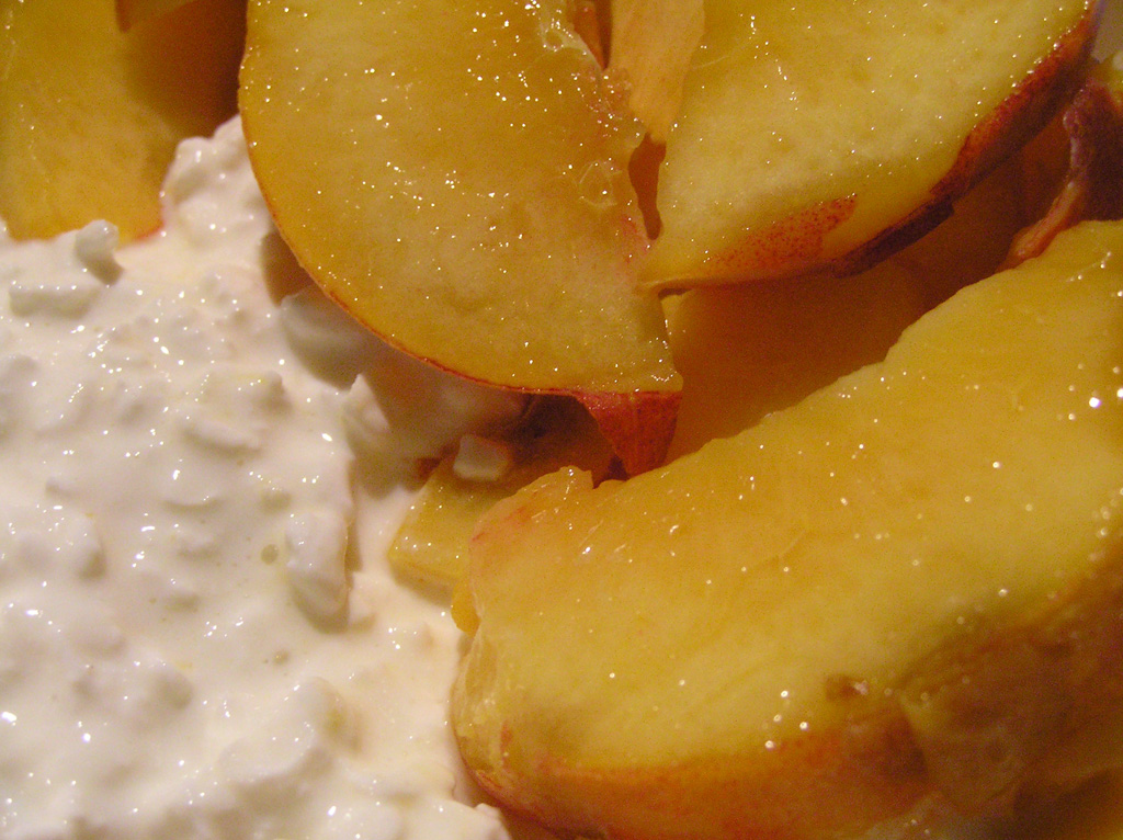 peaches-cottage-cheese