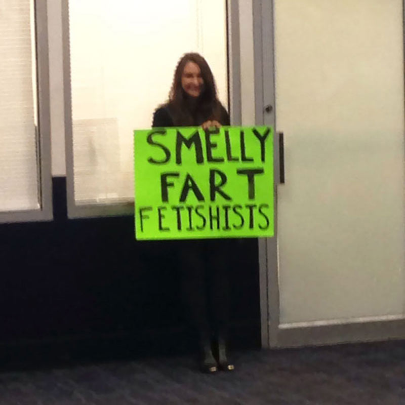 funny-airport-greeting-signs