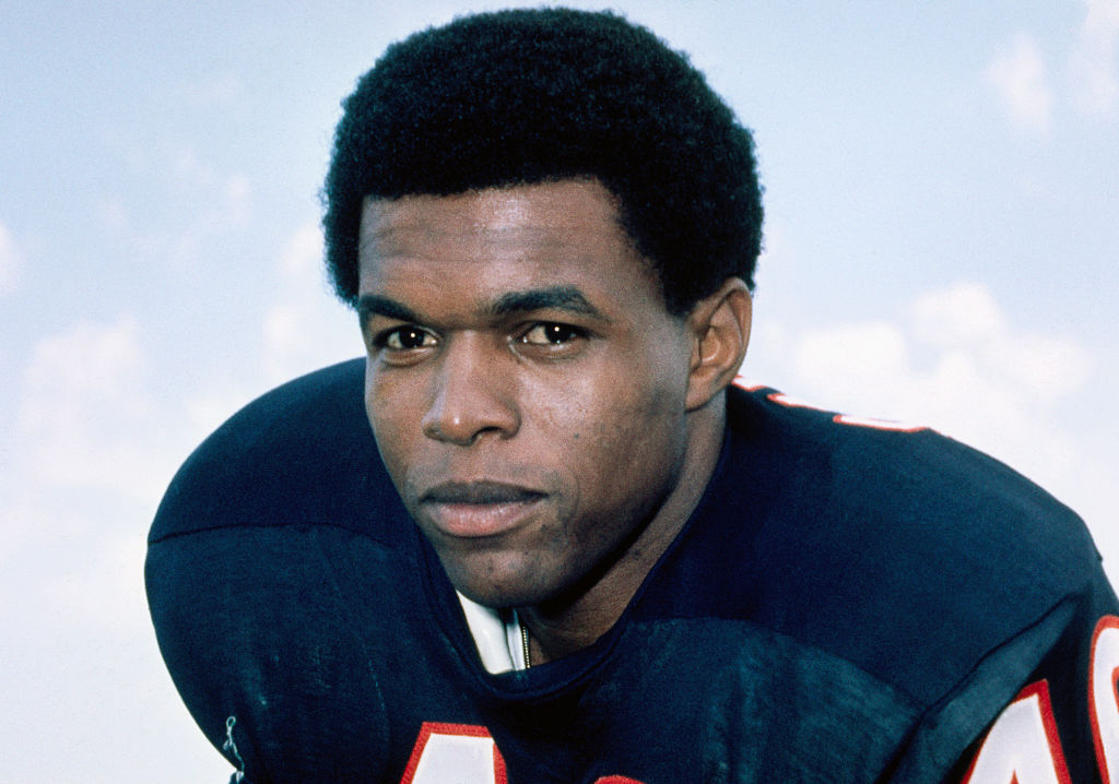 Gale Sayers in Chicago Bears uniform.