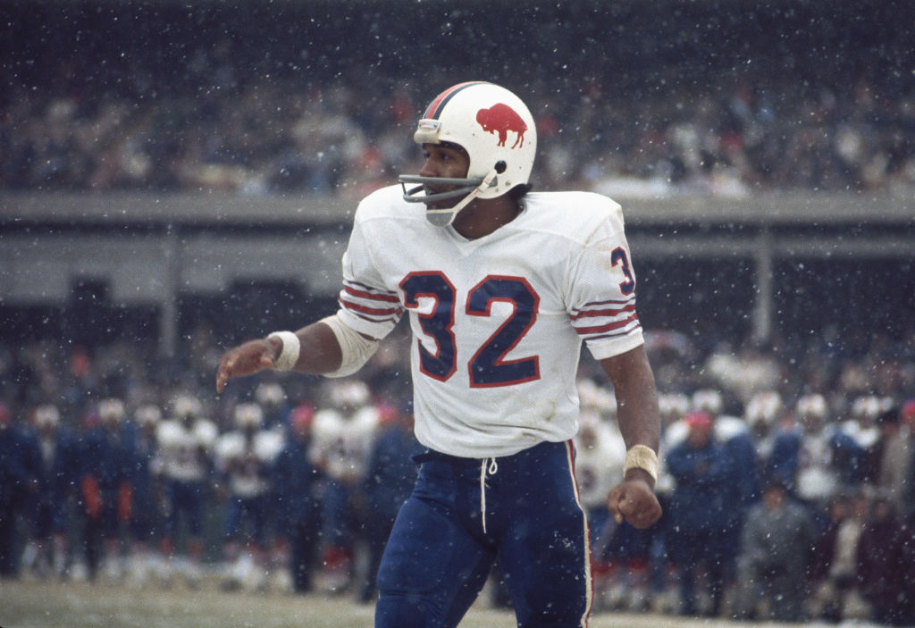 FLUSHING, NY - UNDATED: O.J. Simpson #32 of the Buffalo Bills watches the finish of a play at Shea Stadium in Flushing, New York.