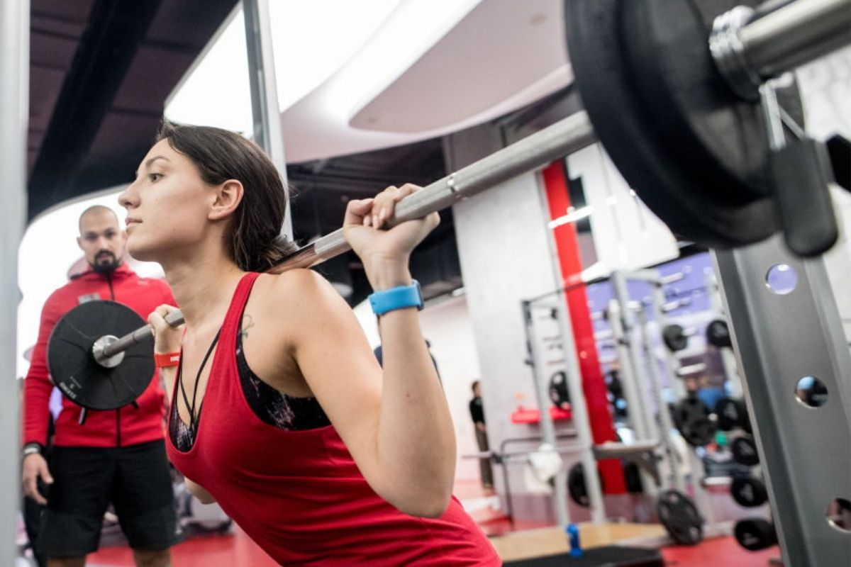 gym habits woman lifting