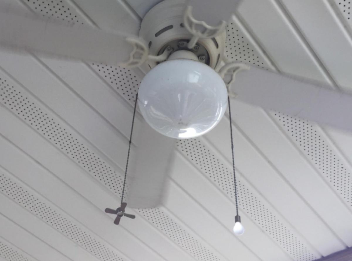 Ceiling fan with labelled fan vs. light pull cords
