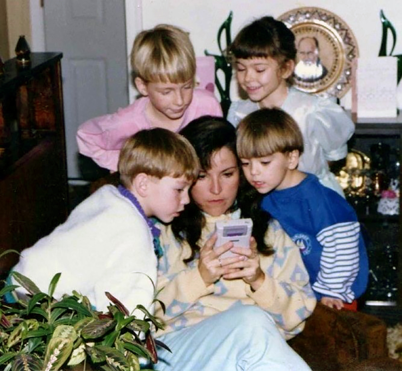 mother-playing-gameboy