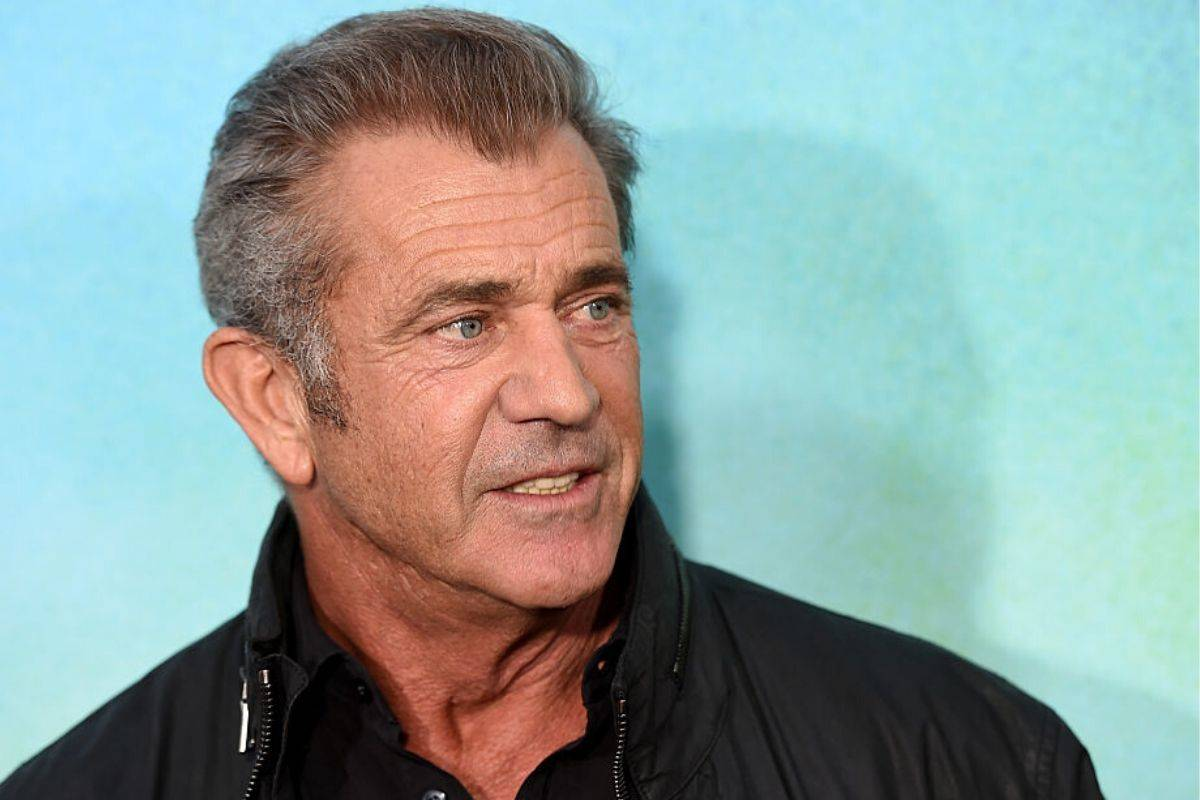 mel gibson with blue background