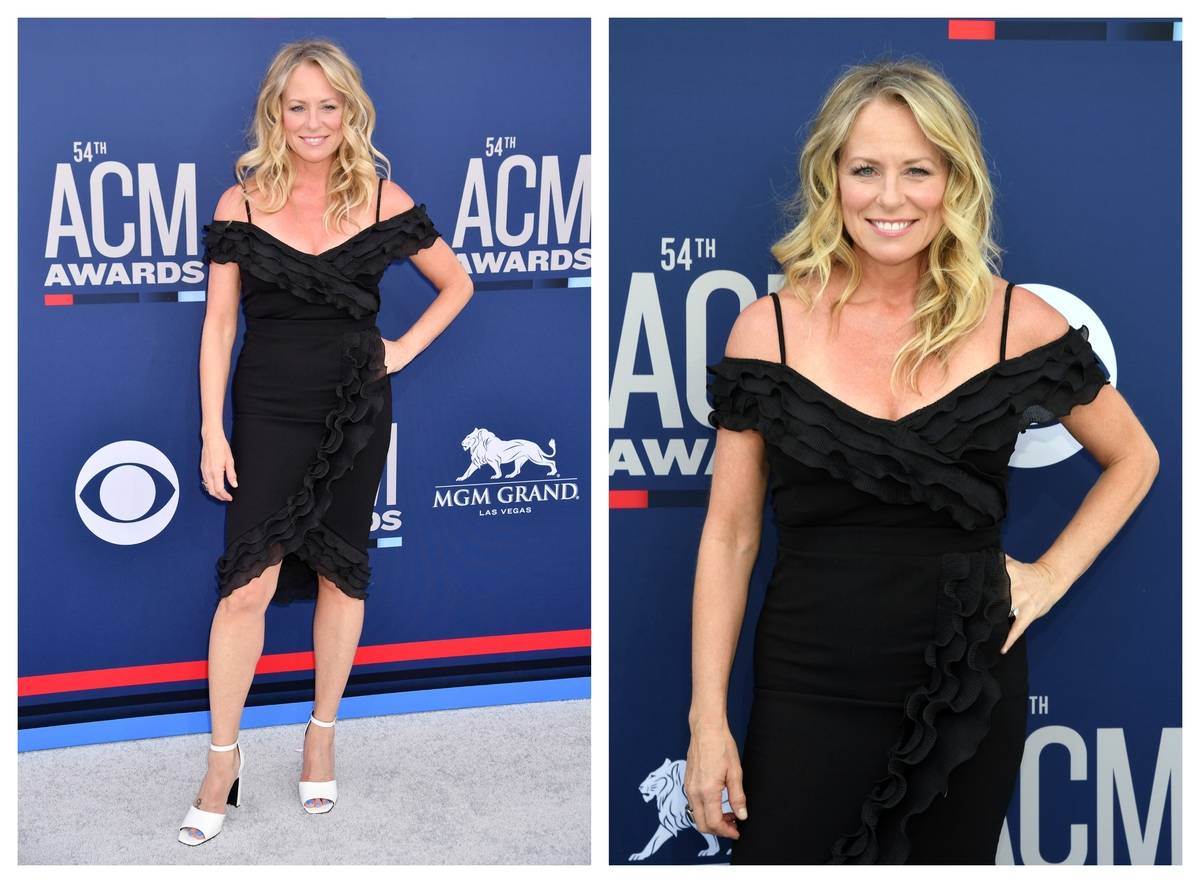 Deana Carter poses for photos on the red carpet of ACM 2019.