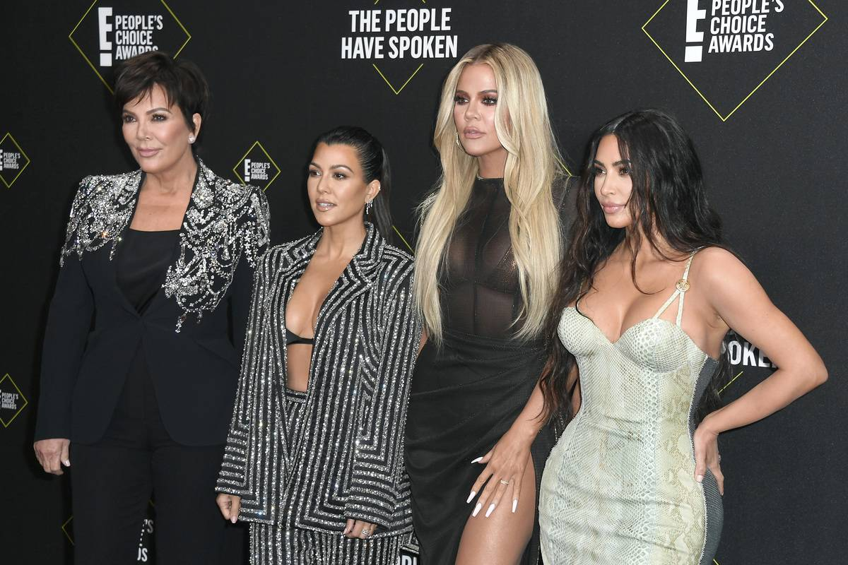 E! people's choice awards red carpet Kris Kourtney Khloe and Kim