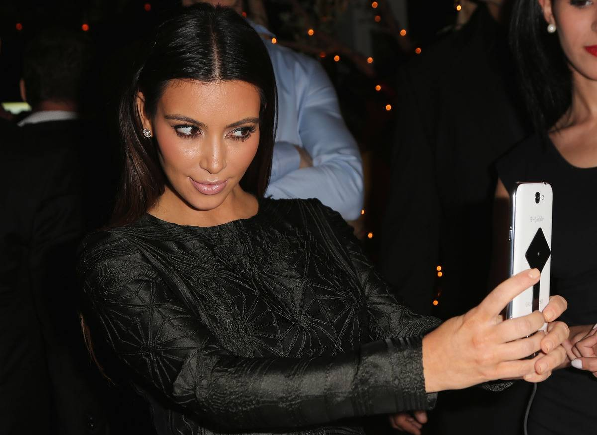 kim kardashian taking selfie on phone at samsung event 2012