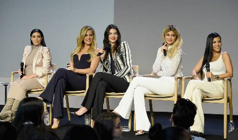 kardashian jenner sisters at apple store presentation in 2015