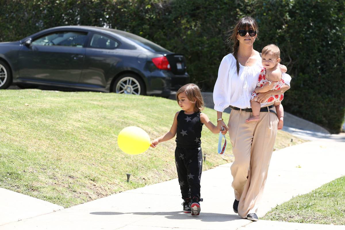 kourtney kardashian walking with mason and penelope