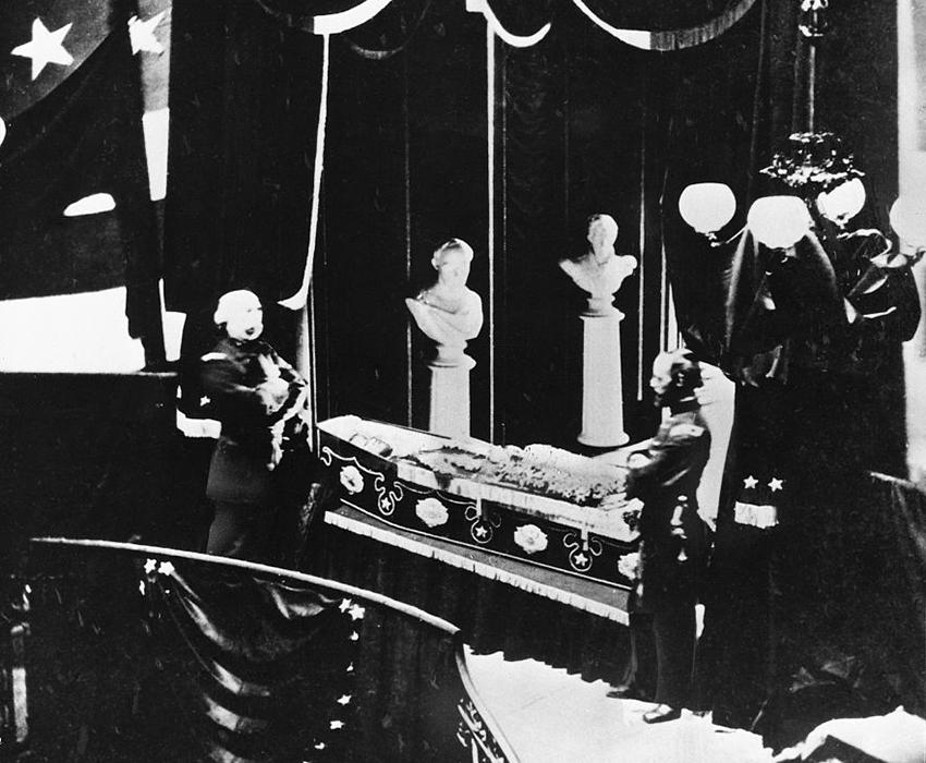 lincoln-in-casket.jpg