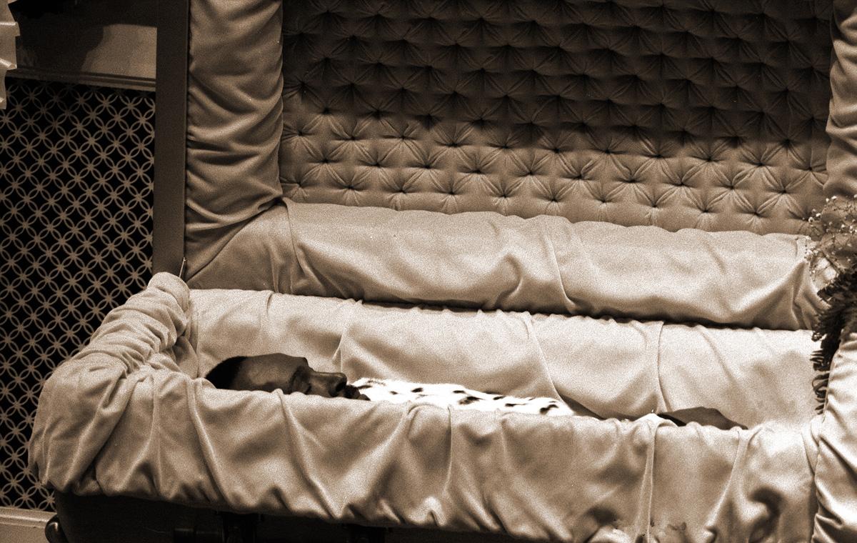 marvin-gaye-casket.jpg